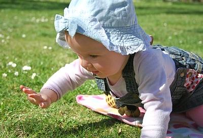 baby richtig anziehen frühling