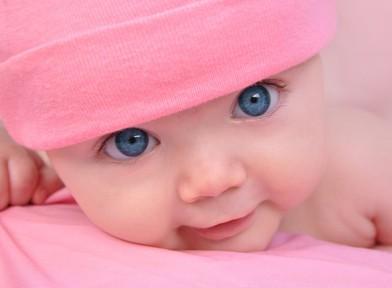baby schwitzt am kopf beim stillen