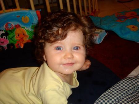 Baby schwarze haare blaue augen