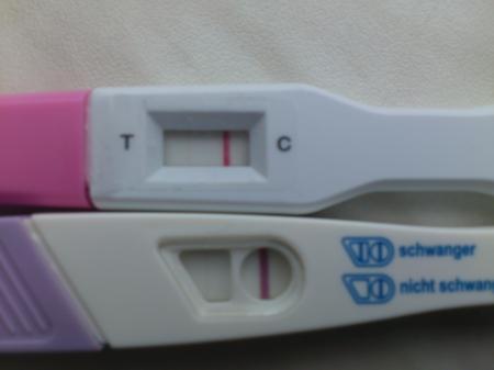 Leicht rosa schwangerschaftstest Schwangerschaftstest plötzlich