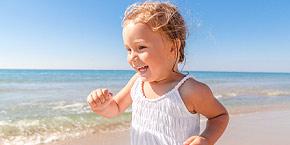 Strand kinder nackt Hochwertiges Kind